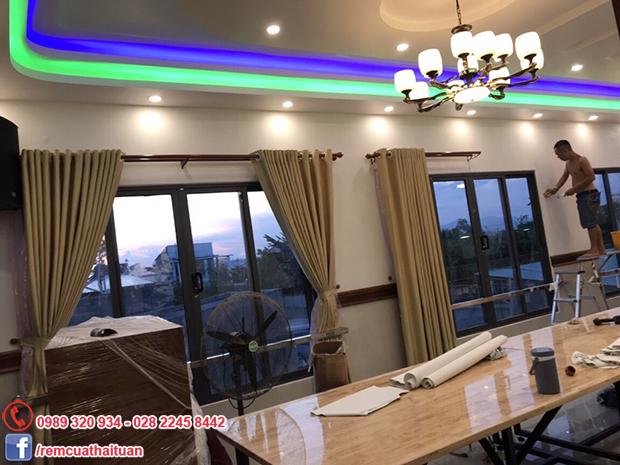 Lắp đặt rèm cửa nhà hàng Tuấn Mập tại Tp Phan Thiết