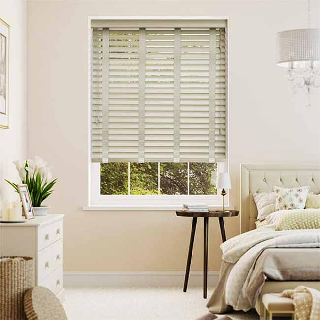 Rèm gỗ giá rẻ chống sáng ấn tượng cho phòng ngủ